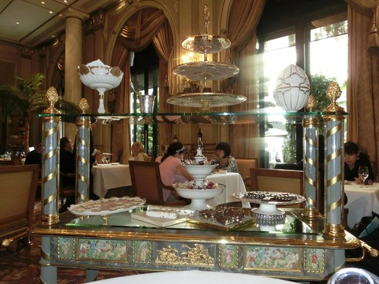 Le Cinq : Sweets cart - the caramels are delicious