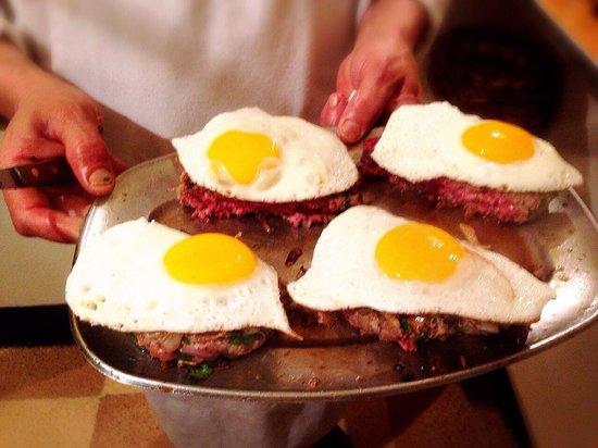 Restaurant Le Tyrolien: Steak with egg
