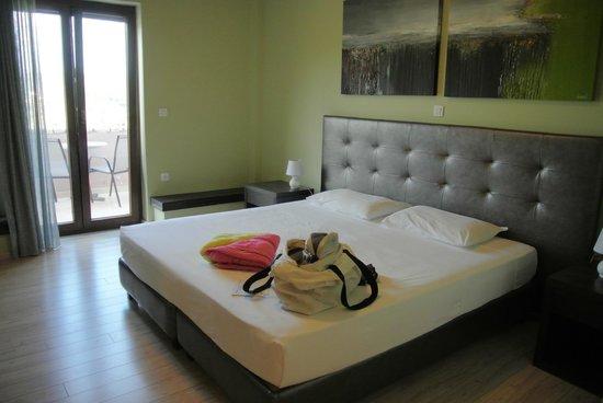 Hotel Perivoli: tres grand lit