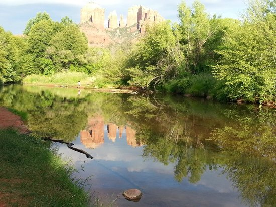 Sedona Cathedral Hideaway: ... 5 - 10 minute walk for this great picture