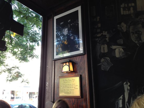 Real New York Tours: White Horse Tavern