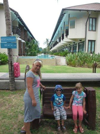 Centra by Centara Coconut Beach Resort Samui: basen kolo pokoi