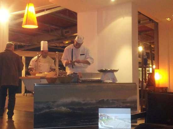 Novotel Thalassa Oleron St Trojan Hotel: Salle restaurant,  soirée buffet de la mer
