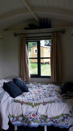 Whitlingham Broad Campsite: Such a comfy bed x