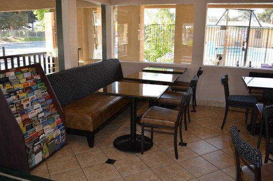 Super 8 Salinas : Lobby - Breakfast