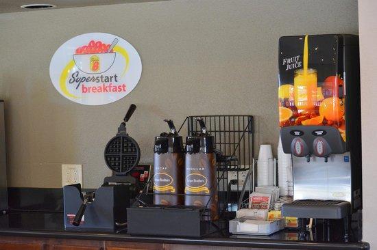 Super 8 Salinas : Breakfast