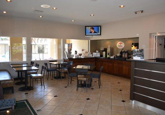 Super 8 Salinas : Breakfast Area