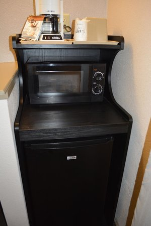 Super 8 Salinas: Microwave/Fridge Combo