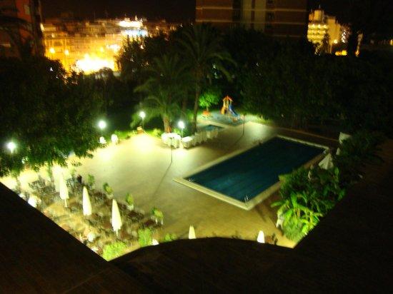 HOTEL BENILUX PARK: pool at night