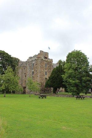 Elcho Castle: Vista do castelo direto do pomar.