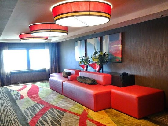 Golden Nugget : seating area by elevators on 25th floor