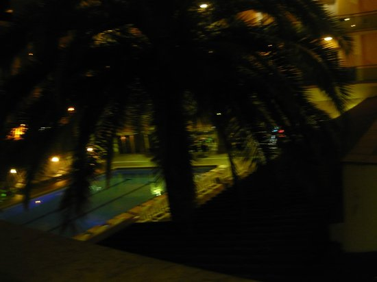 Hotel La Palmera: La Palmera by night
