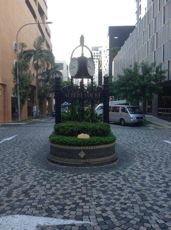 Village Hotel Albert Court by Far East Hospitality: Enterance