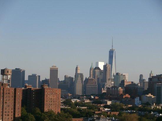 Fairfield Inn & Suites New York Brooklyn: Vue du toit encore !