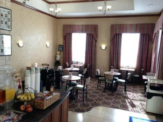 Arbor Inn and Suites: Great breakfast dining area.