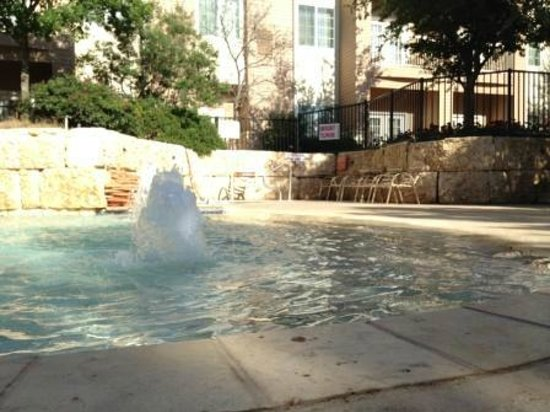 Arbor Inn and Suites : This pool just rocks!  Such a great place to relax.