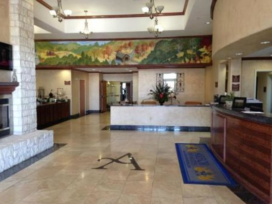Arbor Inn and Suites: First impressions are lasting - the lobby is very nice.