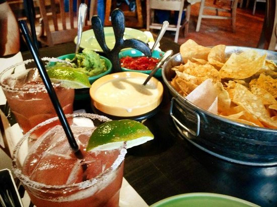 Tin Lizzy's: Dips and margaritas