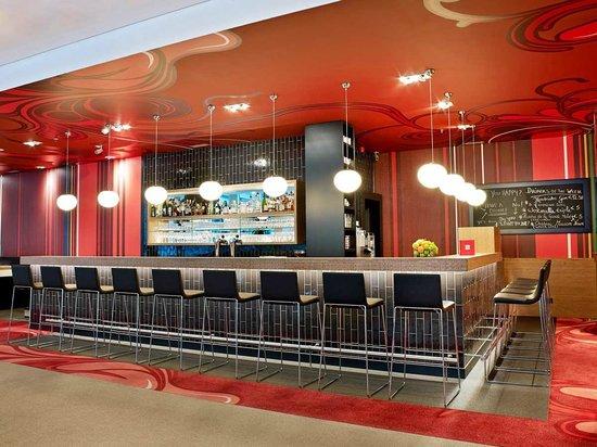 Park Inn by Radisson Brussels Midi: RBG bar
