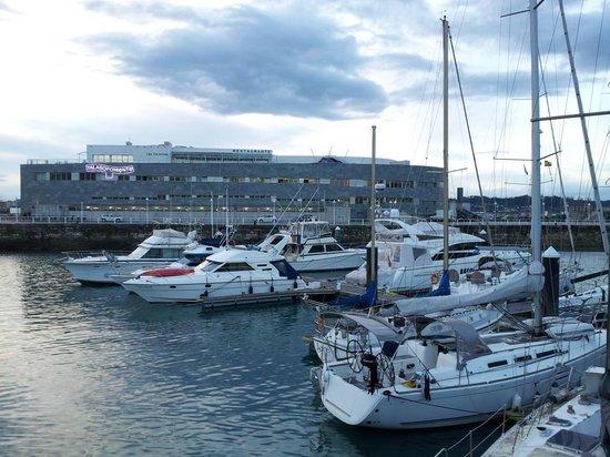 Talaso Poniente : Talasoponiente vue depuis le port de plaisance