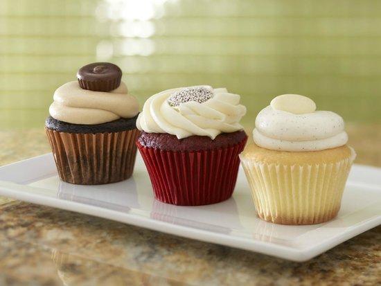 Hyatt Place Phoenix/Gilbert: gourmet cupcakes