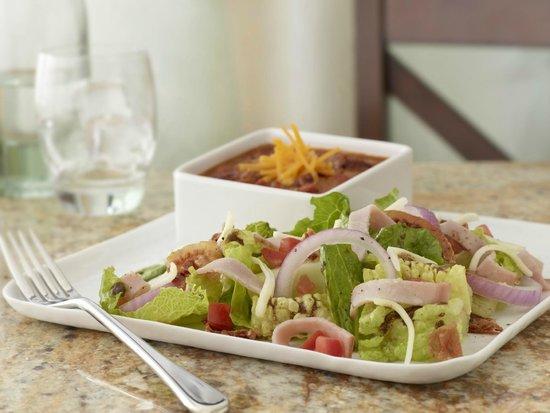Hyatt Place Phoenix/Gilbert: soup and salad