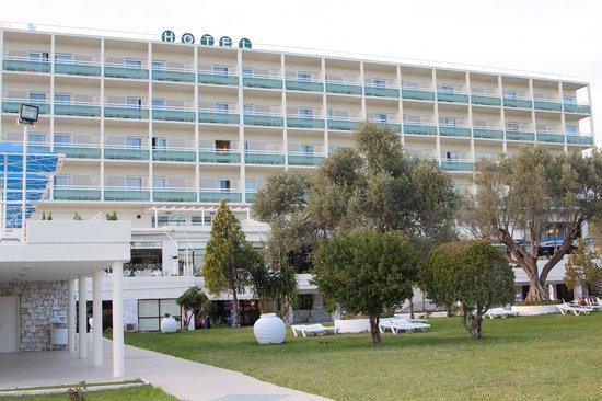 Palmariva  Beach Bomo Club : Здание отеля днем