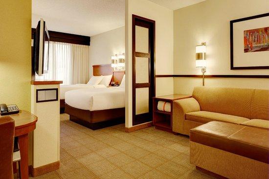Hyatt Place Phoenix/Gilbert: double queen guest room