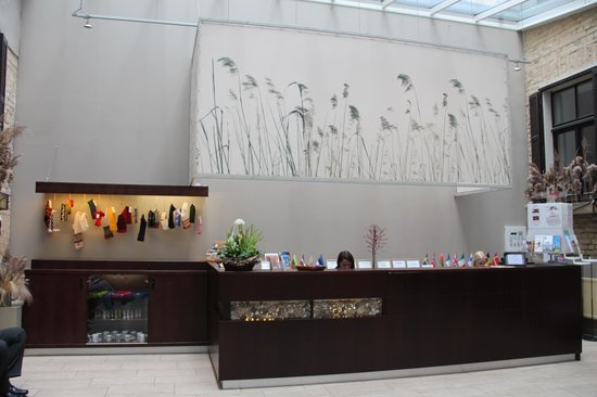 Hanza Hotel: Hotel check in area