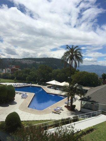 Foto a la parte posterior del Hotel Quito