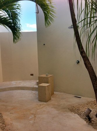 Rosewood Mayakobá: Outdoor shower