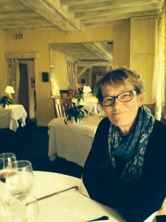 Subligny, Francia: autre vue avec mon épouse à table