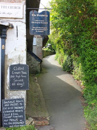 The Bat's Wing, Godshill and The Lace Shop: Signage