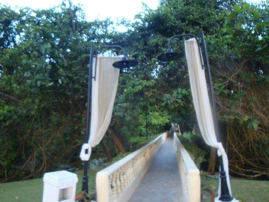 BlueBay Villas Doradas Adults Only: Bridge to Beach