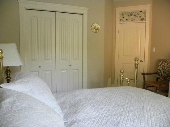 Hillcrest Ave Bed & Breakfast: Queen Room