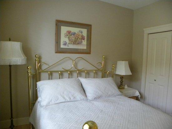 Hillcrest Ave Bed & Breakfast: Queen Bedroom