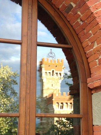Tenuta di Lupinari: Riflesso del castello