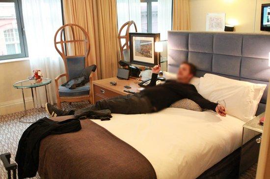 The Athenaeum Hotel & Residences: La chambre