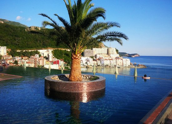 Queen of Montenegro: pool