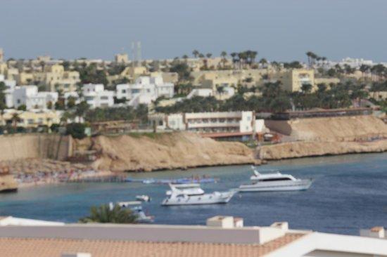 Dessole Pyramisa Sharm El Sheikh Resort: Вид с балкона главного корпуса)