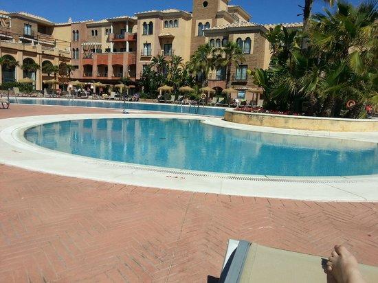 Barcelo Punta Umbria Mar: Vista de la piscina
