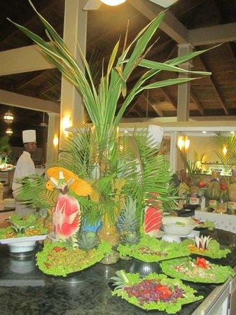 Vista Sol Punta Cana: Arreglos en el buffet