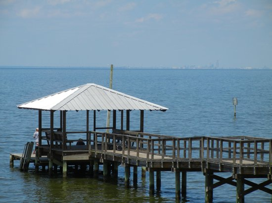 Bay Breeze Bed & Breakfast: breakfast on the dock