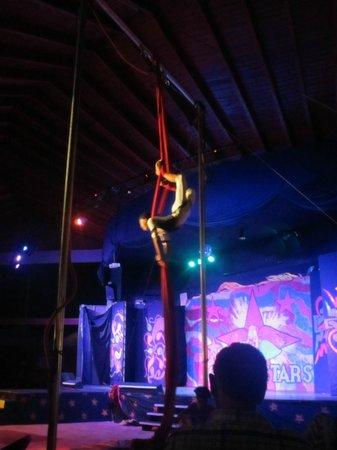 Vista Sol Punta Cana : Show de circo en el teatro a la noche