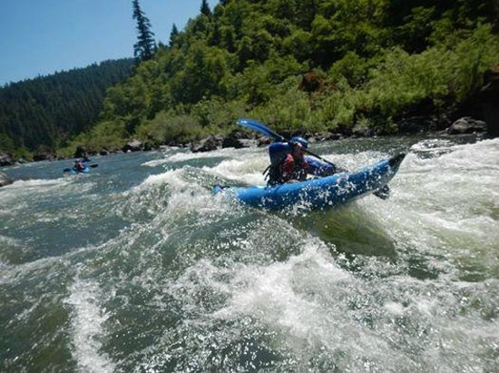 Momentum River Expeditions : Rogue River kayak