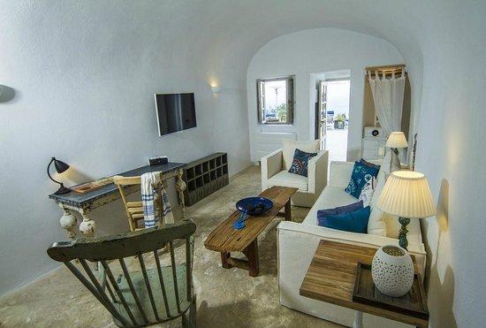 Iconic Santorini, a boutique cave hotel: Classic Suite Lounge