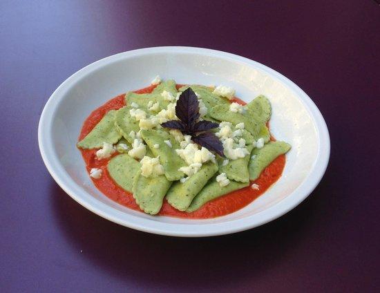Café Gecko : Demi lunes gorgonzola en nage de poivrons
