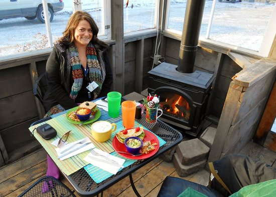 Veronica's Cafe : Lunch by the fire side