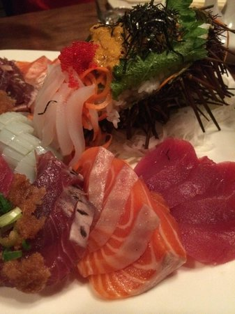 Aji Japanese Bistro : Tasty sashimi...check out the uni!