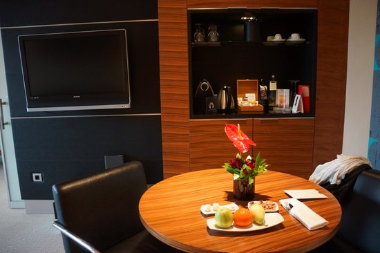 Swissotel Grand Efes Izmir: Dining area in room